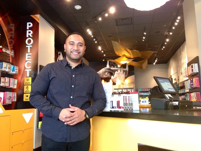 Frank Maea says he was racially profiled at local bar. - ENRIQUE LIMÓN