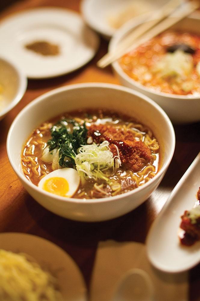 dine_tosh_ramon-japanese_curry_ramen_jt.jpg