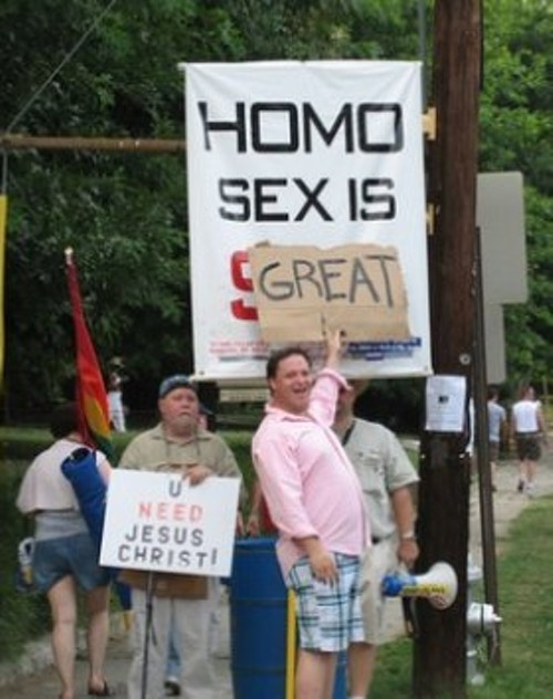 anti_gay_protesters_pwnedpic410ok.jpg