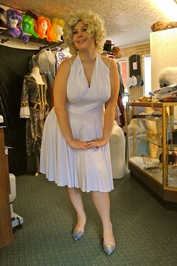 marylin_monroe_in_store_pic.jpg