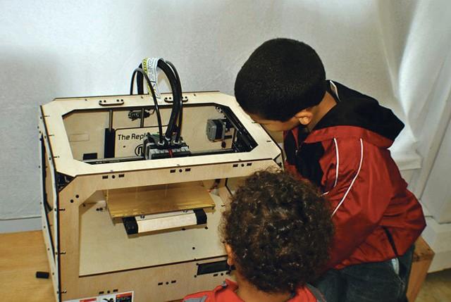 A 3-D printer at Blu-Bin