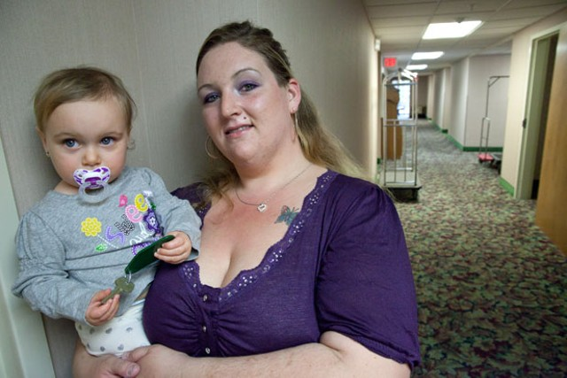 Ashley Sawyer and her daughter Emmie - MATTHEW THORSEN