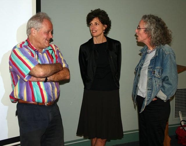 Barbara Will, center