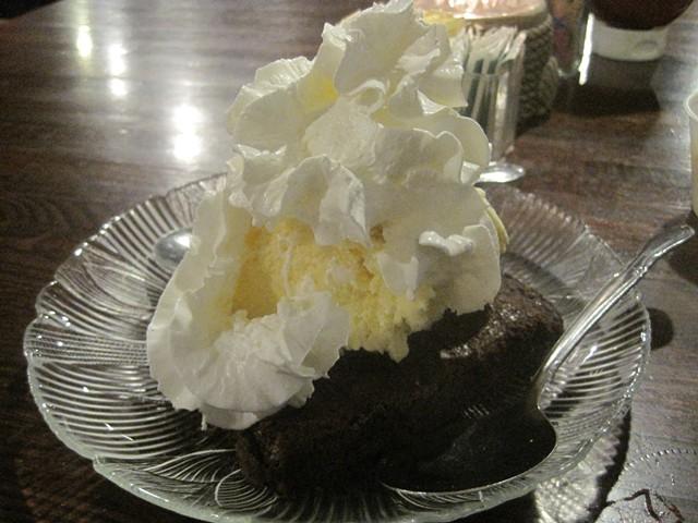 Brownie sundae