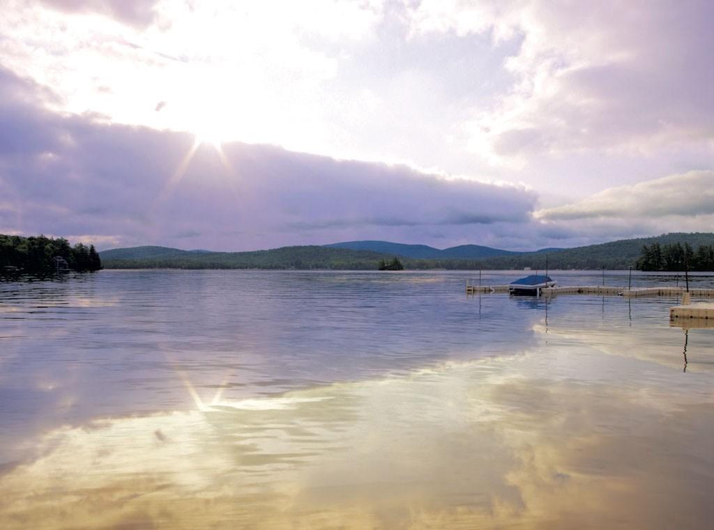Fulton chain lakes - © DEBRAMILLET   DREAMSTIME.COM
