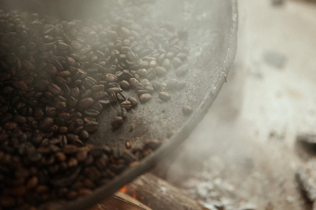 Honduran coffee beans (A Film About Coffee) - AVOCADOS & COCONUTS PRODUCTIONS