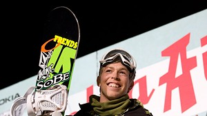 Kevin Pearce in 2007 at the winner's stand