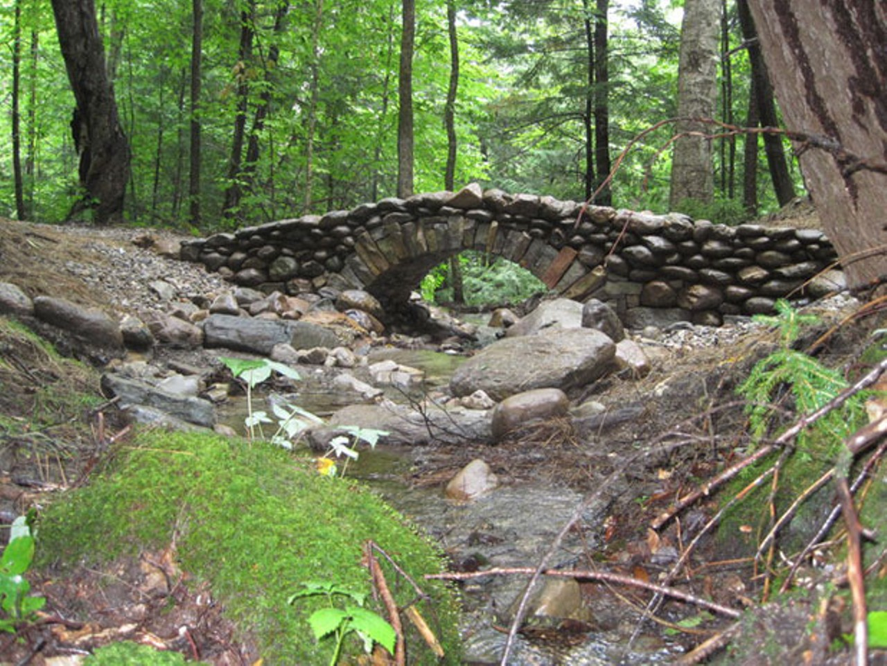 Vermont 39 s masons preserve the craft of dry stone walling for Granite garden bridge