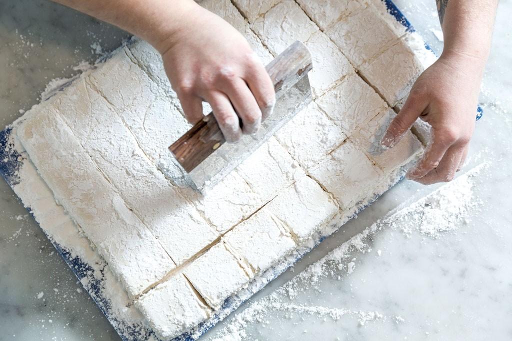 Making marshmallows - OLIVER PARINI