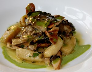 wild_mushroom_gnocchi_with_parsley_emulsion_ava_bishop_img_3852_2_.jpg