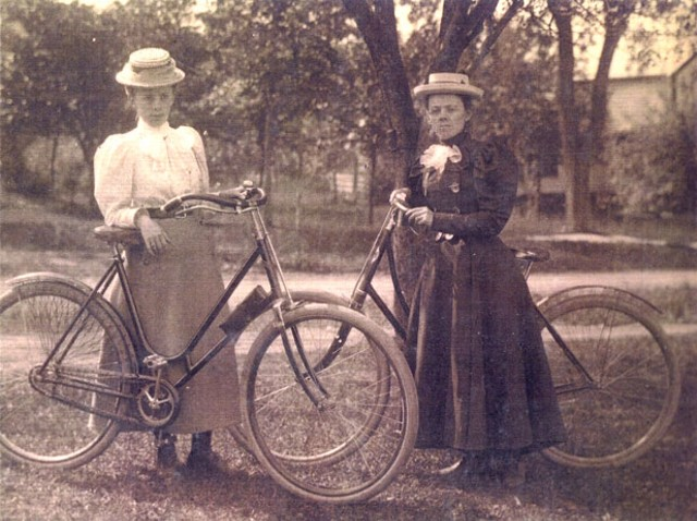 Mrs. H. Wells and Auntie Wells, 1896