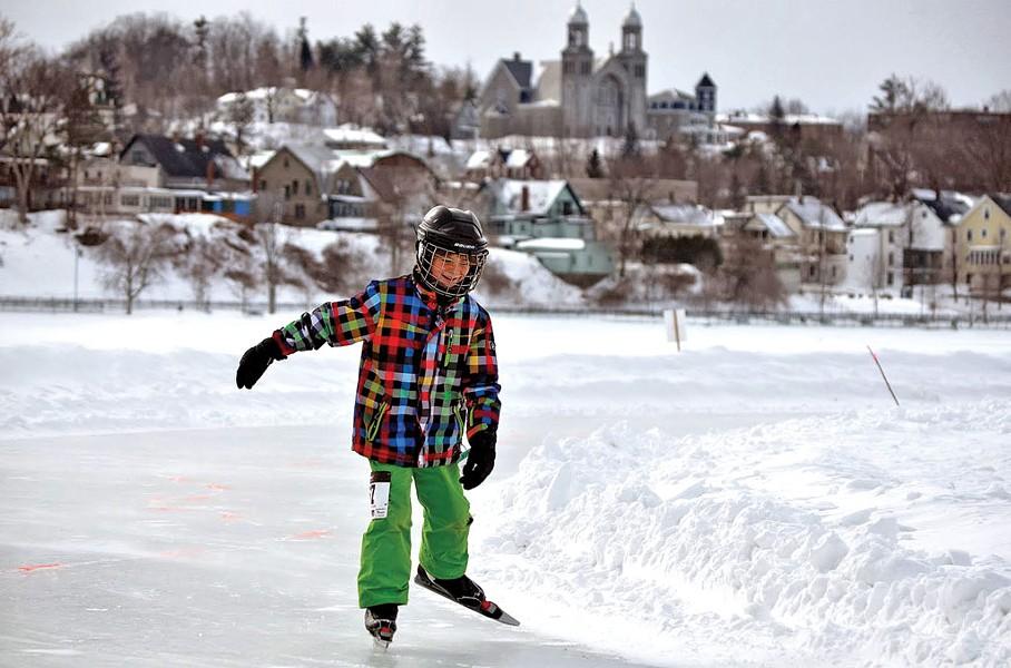 Nordic skating on Lake Memphremagog
