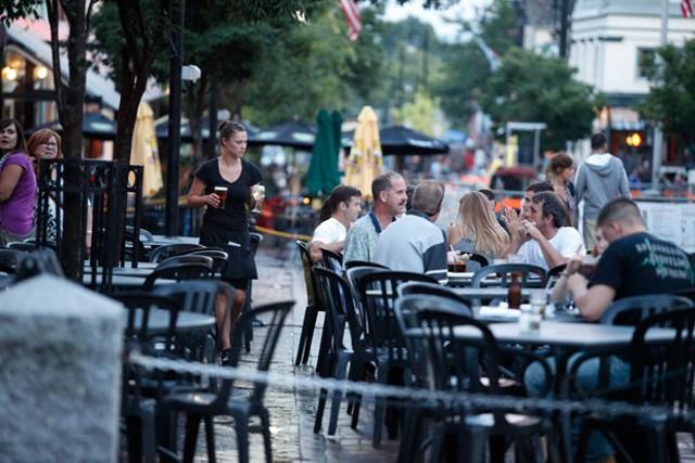 Outdoor dining in Burlington
