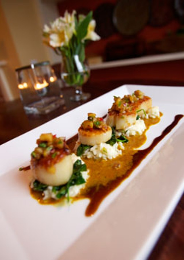 Scallops in coconut-curry-lime sauce