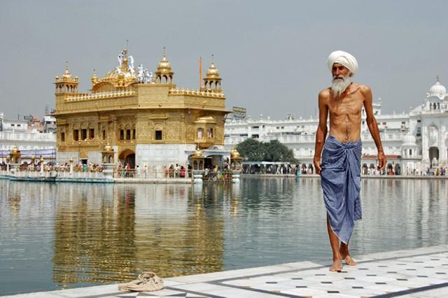 Sikh pilgrim at the Golden Temple