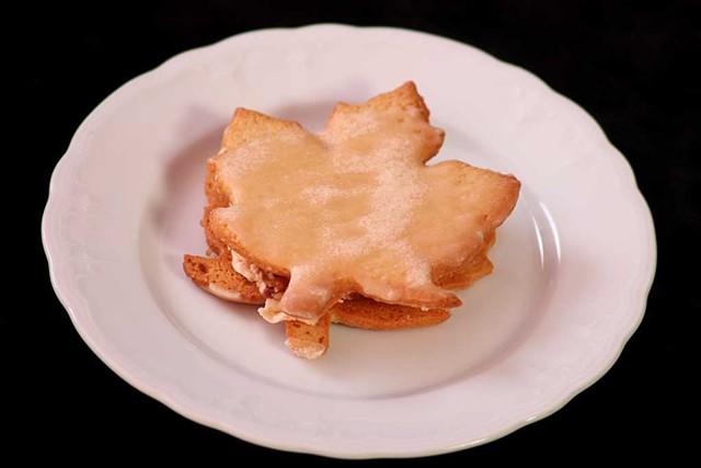 Sweet Crunch maple cookie sandwich - MATTHEW THORSEN