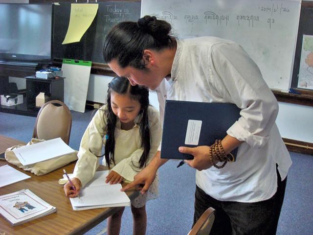 Tseten Anak with a student - KYMELYA SARI
