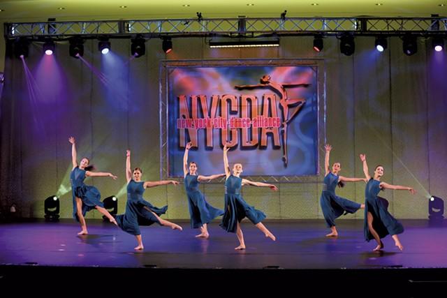 dance2-1-0b186fa4e6e9a125.jpg