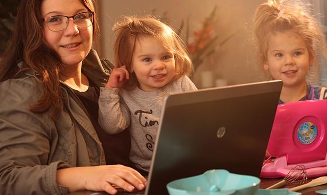 Joanna Scott with daughters Bree and Genevieve - MATTHEW THORSEN
