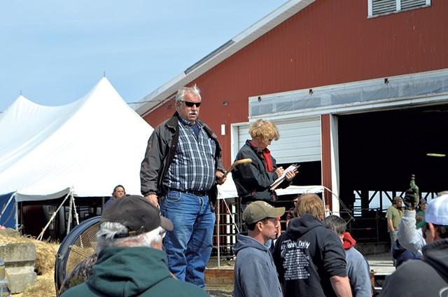 Ron Wright auctioning off farm equipment - PAUL HEINTZ
