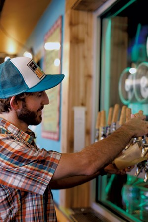 Topher Lyons pouring a pint of River Roost Mas Verde IPA - SARAH PRIESTAP