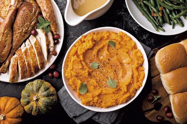 Thanksgiving dinner - ELENA VESELOVA   DREAMSTIME