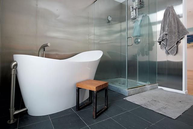 Master bath tub - BEAR CIERI