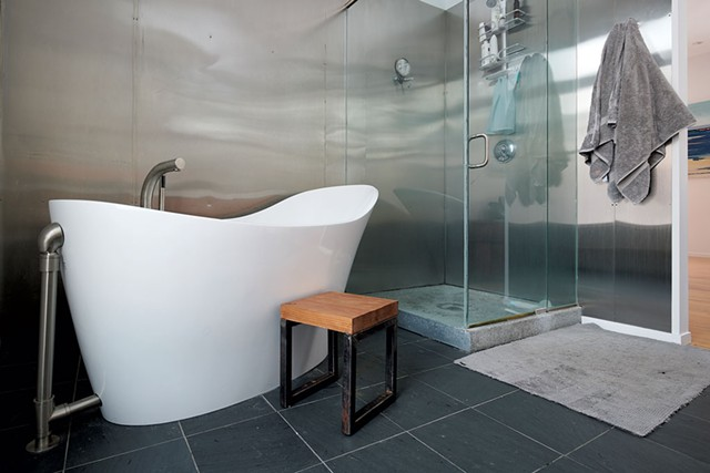 Master bath tub - BEAR CIERI