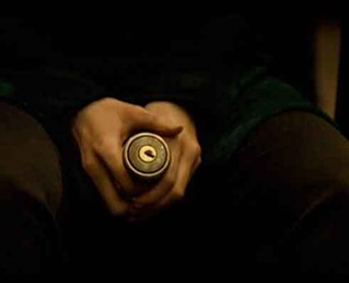 The ambiguous doorknob in Solaris (2002) - TWENTIETH CENTURY FOX / LIGHTSTORM ENTERTAINMENT