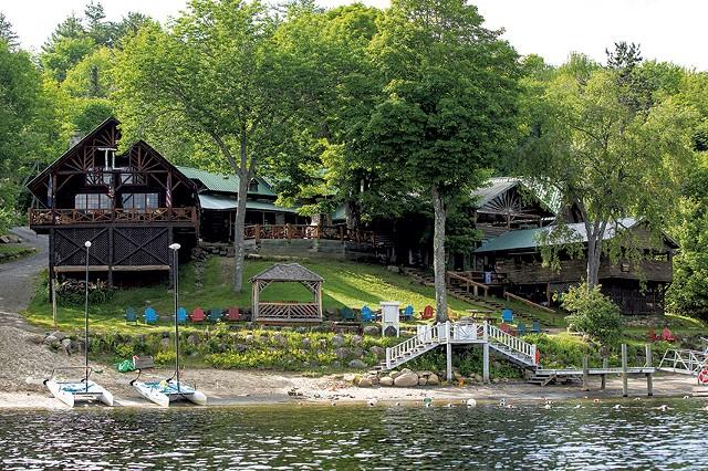 Timberlock waterfront and lodge - SHEM ROOSE