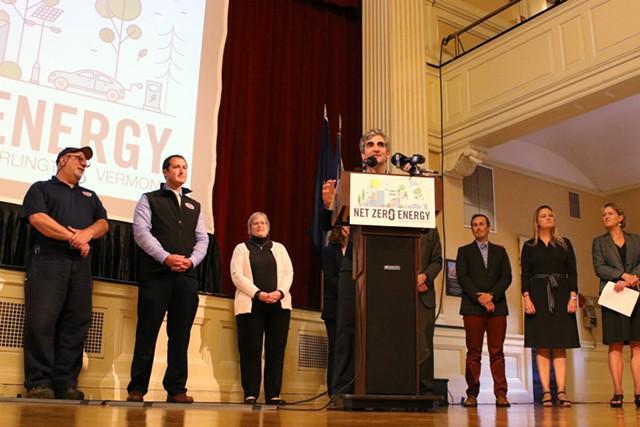 Mayor Miro Weinberger presents the Net Zero Energy Roadmap - COURTNEY LAMDIN