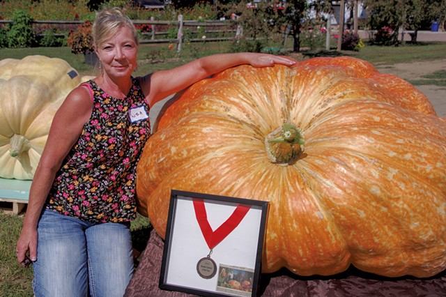 Lisa Gates at Sam Mazza's Giant Pumpkin Weigh-In - STEPHEN MEASE
