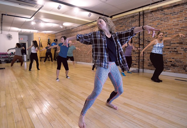 Emma Manion leading a rehearsal at Zenith Fitness and Movement - JEB WALLACE-BRODEUR