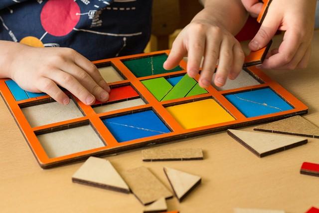 Kids playing - MARIA NIKIFOROVA | DREAMSTIME