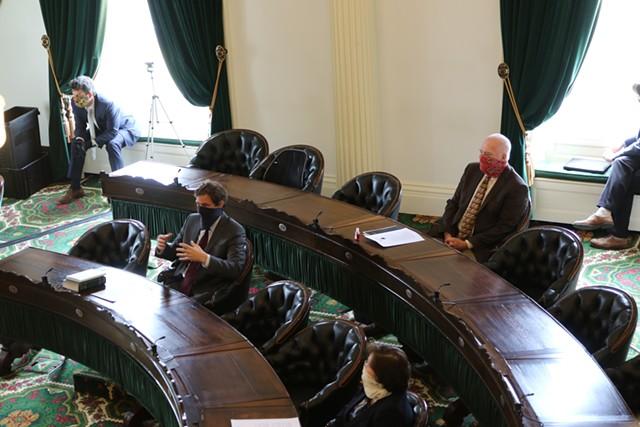 Senators wearing masks discuss the remote voting proposal - COLIN FLANDERS