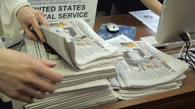 Mountain Times staff preparing to mail copies to subscribers in 2017 - EVA SOLLBERGER