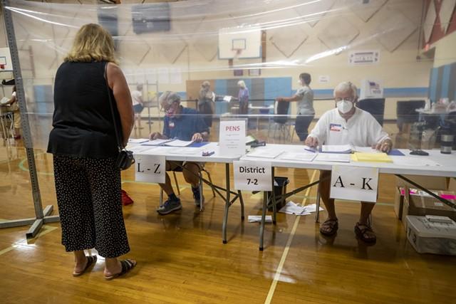 Voting in South Burlington - JAMES BUCK ©️ SEVEN DAYS