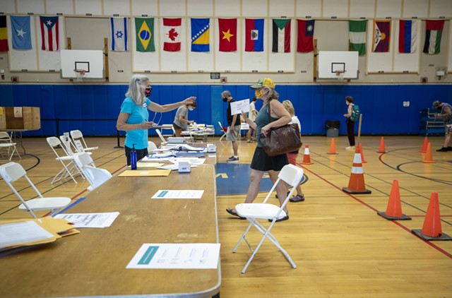 Voters and poll workers at Edmunds Middle School in Burlington - JAMES BUCK ©️ SEVEN DAYS