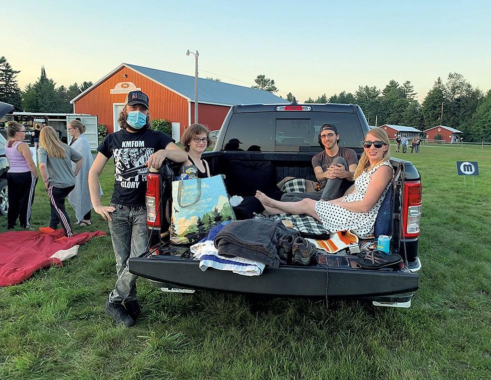 Amanda Copeland (right) and friends - EVA SOLLBERGER ©️ SEVEN DAYS