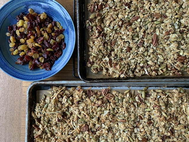 Granola just out of the oven - MELISSA PASANEN ©️ SEVEN DAYS