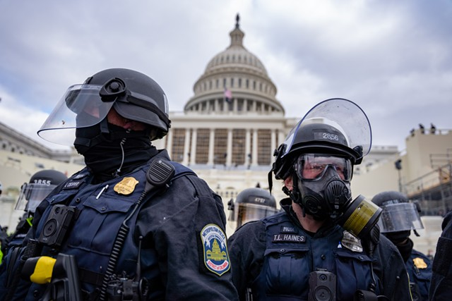 Police guarding the U.S. Capitol on January 6 - JULIAN LESHAY, DREAMSTIME