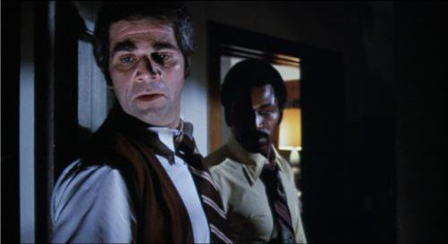 Alex Rocco and Hari Rhodes on a stakeout in Detroit 9000 - GENERAL FILM CORPORATION / ROLLING THUNDER PICTURES