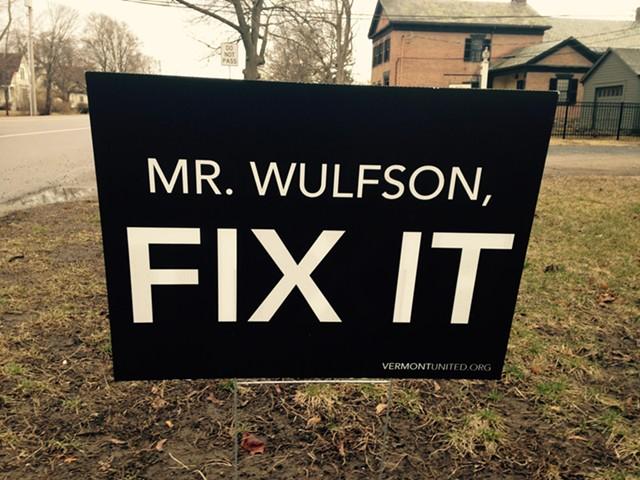 Sign in Shelburne Village - MOLLY WALSH/SEVEN DAYS