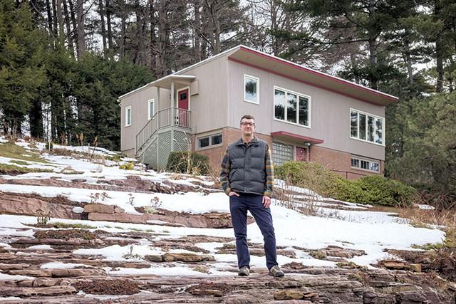 Devin Colman in front of his favorite midcentury house in Burlington - OLIVER PARINI