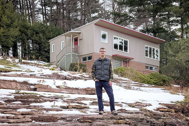Devin Colman in front of his favorite midcentury house in Burlington - OLIVER PARINI