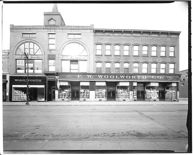 Woolworth's building, 1945 - COURTESY OF UNIVERSITY OF VERMONT SPECIAL COLLECTIONS