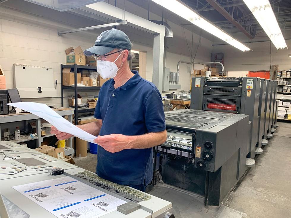 Pressroom supervisor Wayne Foell - EVA SOLLBERGER ©️ SEVEN DAYS