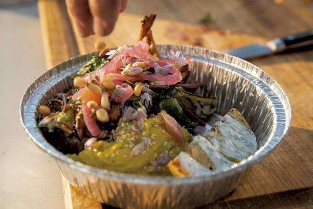 Grilled vegetable bowl - JAMES BUCK