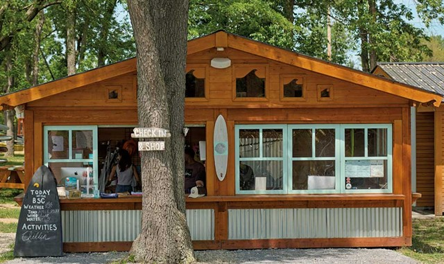 Check-in and the surf club shop - BEAR CIERI