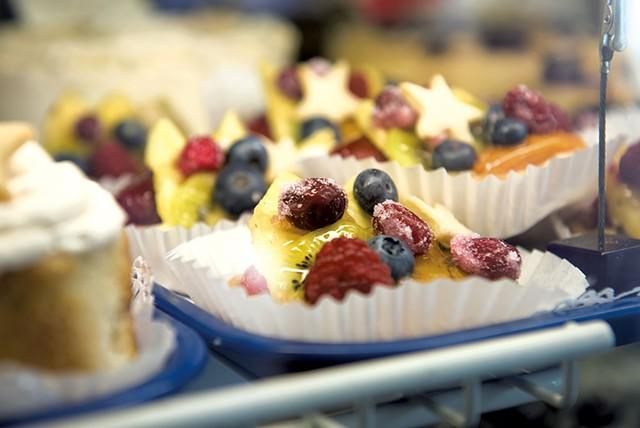 Fruit tarts at Otter Creek Bakery - CALEB KENNA